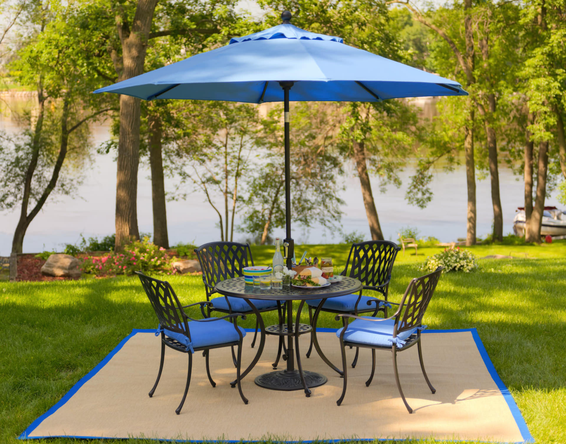 Blue Accent Colors Are Por In Outdoor Furniture This Year